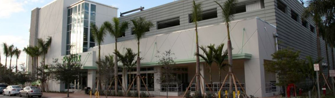Patio eating area at Publix at Downtown Doral