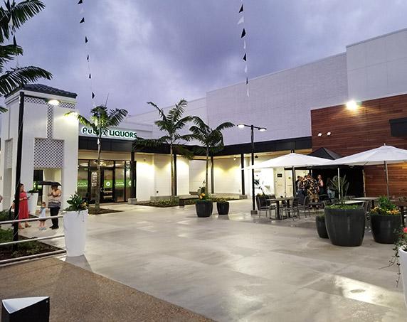 Exterior patio area of Publix GreenWise in Boca Raton